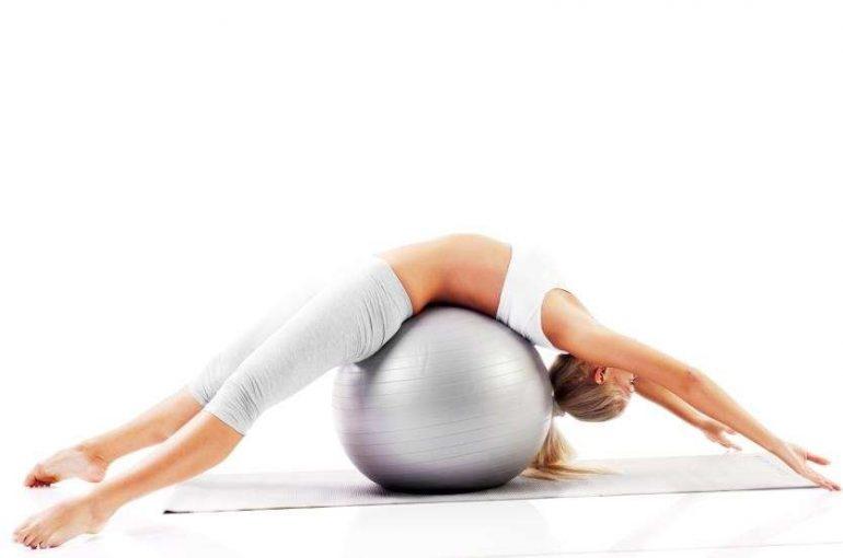 Esercizi sul fitball per la schiena